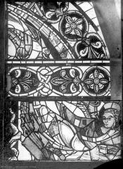 Cathédrale Saint-Pierre - Vitrail, baie B : fragments d'ornementation
