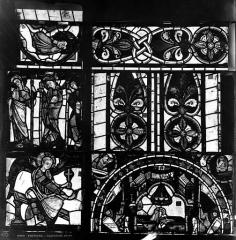 Cathédrale Saint-Pierre - Vitrail, fenêtre B, figure fragments d'ornementation fenêtre vitrail B