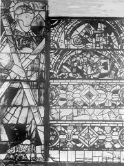 Cathédrale Saint-Pierre - Vitrail, baie C : ornements et figure de saint André