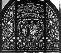 Cathédrale Saint-Pierre - Vitrail, fenêtre, figure, ornement