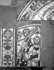 Cathédrale Saint-Pierre - Vitrail, baie B : détails d'ornementation