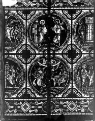 Cathédrale Saint-Pierre - Vitrail, fenêtre C, médaillon