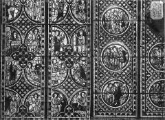 Eglise Saint-Pierre - Vitrail : La Passion, scènes légendaires