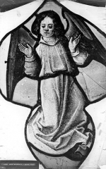 Eglise Saint-Martin - Vitrail, baie 6 (détail) : Ange