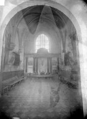 Eglise - Vue intérieure de la nef, vers le chœur