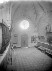 Eglise - Vue intérieure de la nef, vers l'entrée