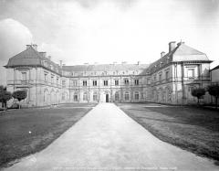 Hôtel de ville (ancien château) - Ensemble ouest