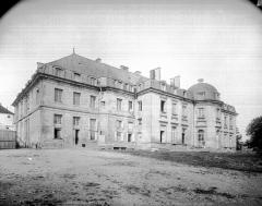 Hôtel de ville (ancien château) - Ensemble est