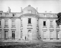 Hôtel de ville (ancien château) - Façade : partie avec tourelle