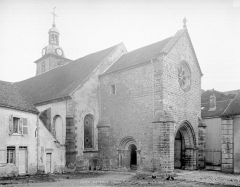 Ancienne abbaye - Angle nord-ouest : porche