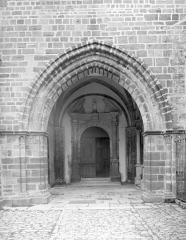 Ancienne abbaye - Porche ouest