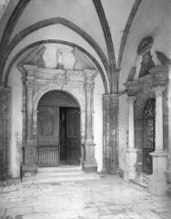 Ancienne abbaye - Vue intérieure du porche ouest