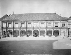Hôtel de ville - Façade avec galerie d'arcades