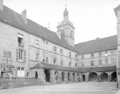 Ancienne abbaye Saint-Colomban - Clocher et cloître