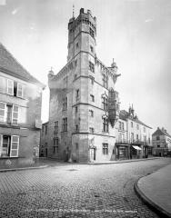 Hôtel de ville  dit tour des Echevins ou encore Maison carrée - Vue d'ensemble
