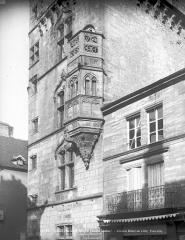 Hôtel de ville  dit tour des Echevins ou encore Maison carrée - Façade : Echauguette
