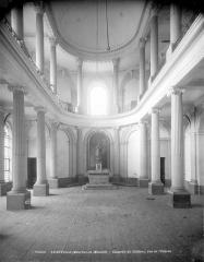 Domaine du château - Vue intérieure de la chapelle vers l'est