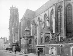 Eglise Saint-Martin - Façade sud, en perspective vers l'ouest