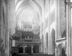Eglise Saint-Martin - Vue intérieure de la nef, vers l'ouest