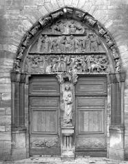 Eglise abbatiale Notre-Dame - Portail de la façade ouest