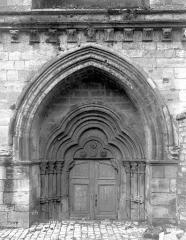 Eglise abbatiale Notre-Dame - Portail de la façade sud