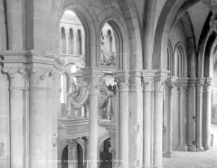 Eglise abbatiale Notre-Dame - Vue intérieure de la galerie du triforium