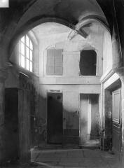 Eglise Saint-Nicolas-des-Champs - Vue intérieure : sas de communication de l'ancien cloître à l'église