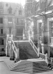 Palais de Justice - Façade et escalier sur cour