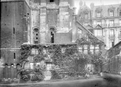 Ensemble archiépiscopal - Maison ancienne sous la tour Saint-Romain