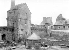 Château - Cour, côté nord : Tourelle de l'aumônerie