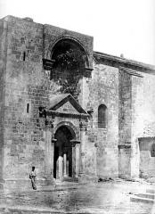 Eglise Saint-Restitut - Portail de la façade sud
