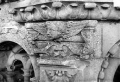 Cathédrale Saint-Gatien - Couronnement d'un clocher : chapiteaux