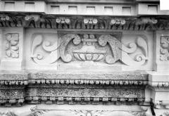 Cathédrale Saint-Gatien - Couronnement d'un clocher : frises