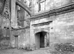 Cathédrale Saint-Gatien - Cloître : Entrée