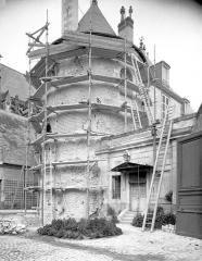 Ancien archevêché, actuellement musée des Beaux-Arts - Dépendances : tour