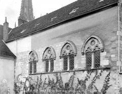 Cathédrale Saint-Lazare - Restes de l'ancien réfectoire des chanoines : façade