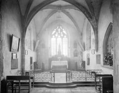 Eglise Saint-Julien - Vue intérieure de la nef, vers le choeur