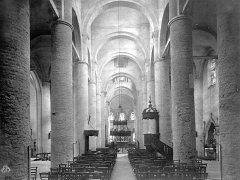 Ancienne abbaye Saint-Philibert - Eglise : Vue intérieure de la nef, vers le choeur