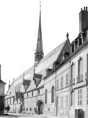 Hôtel-Dieu ou Hospices civils de Beaune - Vue d'ensemble sur la rue