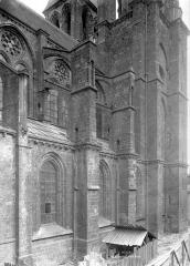 Eglise Saint-Nicolas-Saint-Lomer - Façade nord : Travée de la nef et base du clocher