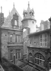 Hôtel Fontfreyde (musée du Ranquet) - Façades nord et est sur cour : Parties supérieures
