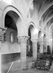 Eglise Sainte-Anne-de-Gassicourt - Vue intérieure de la nef et du bas-côté nord
