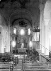 Eglise Saint-Médulphe (ou Saint-Myon) - Vue intérieure de la nef, vers le choeur