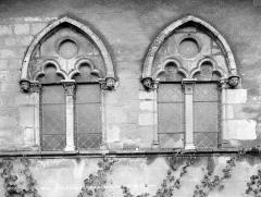 Groupe cathédral et canonial - Restes de l'ancien réfectoire des chanoines : deux fenêtres