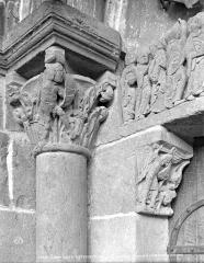 Eglise Saint-Pierre Saint-Paul - Portail de la façade ouest : chapiteau de gauche