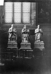 Eglise - Statues funéraires de la famille de Villeroy