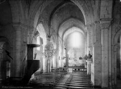 Eglise Saint-Hilaire et ancien monastère - Vue intérieure de la nef vers l'ouest