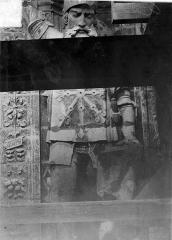Cathédrale Saint-Maurice - Façade ouest, statues de la partie supérieure représentant saint Maurice et ses compagnons en costume militaire du 16e siècle : 5e statue