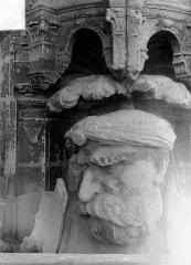 Cathédrale Saint-Maurice - Façade ouest, statues de la partie supérieure représentant saint Maurice et ses compagnons en costume militaire du 16e siècle : Tête de la 6e statue