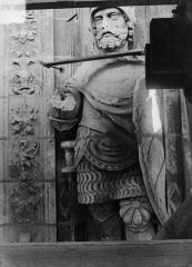 Cathédrale Saint-Maurice - Façade ouest, statues de la partie supérieure représentant saint Maurice et ses compagnons en costume militaire du 16e siècle : 3e statue
